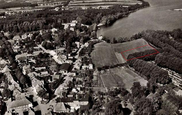 Luftbild 1932, hier ist der Bereich gezeigt, in dem 1968 der Bauschutt vom Abriss des ehemaligen Kurhauses im Sumpf verklappt wurde zur Befestigung des Untergrundes und Anlage des Parkplatzes Backofenwiese