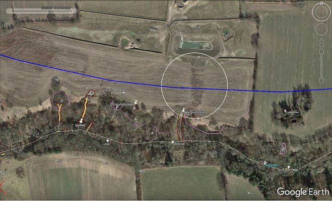 Die Anlage eines Ablaufbauwerkes vom neuen Regenrückhaltebecken in den Höftgraben  (unterirdische Verrohrung) hat an der Bodenoberfläche Spuren hinterlassen