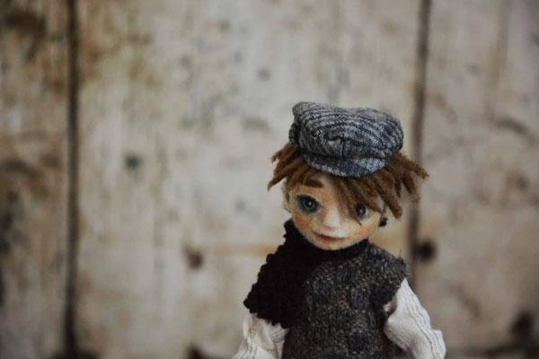 Bambola di un personaggio di Charles Dickens