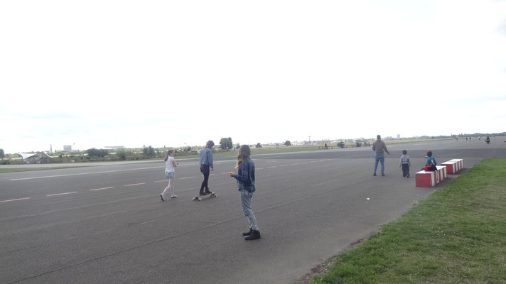 Skateboard-Workshop auf dem Tempelhofer Feld