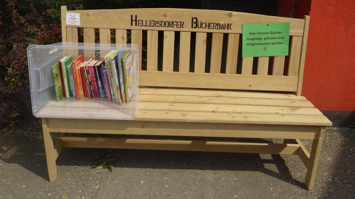 Hellersdorfer Bücherbank vor der Hella