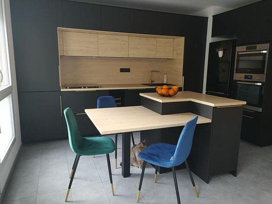 pied de table coloris noir pour cuisine