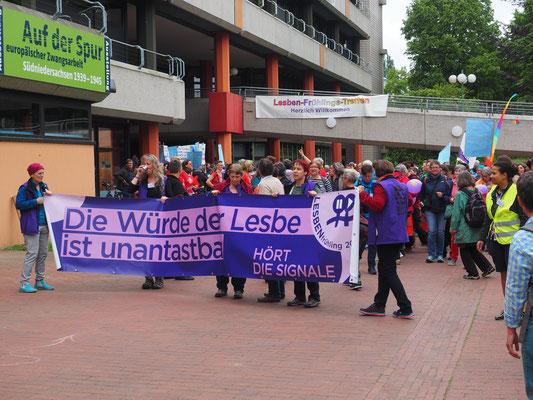 Banner zum Demobeginn, 19.05.2018, (C) Barbara Guth