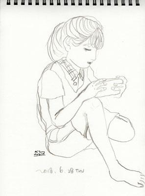 『バンドリ』というゲームに夢中の下子 absorption in a game -yougest daughter (2018.6.28THU)