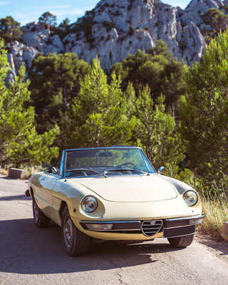 "Road trip in vintage car, destination ""Pont du Gard"""