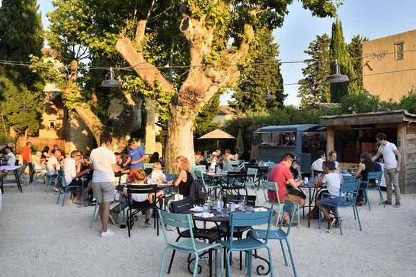 The Camion Bleu du Hameau, summer food truck in Paradou