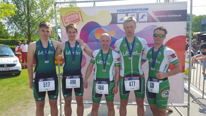 Steve Häcker, Benjamin Heinz, Ronny Voit, Carsten Hensel & Oliver Werner im Zielbereich des Powertriathlons in Gera.