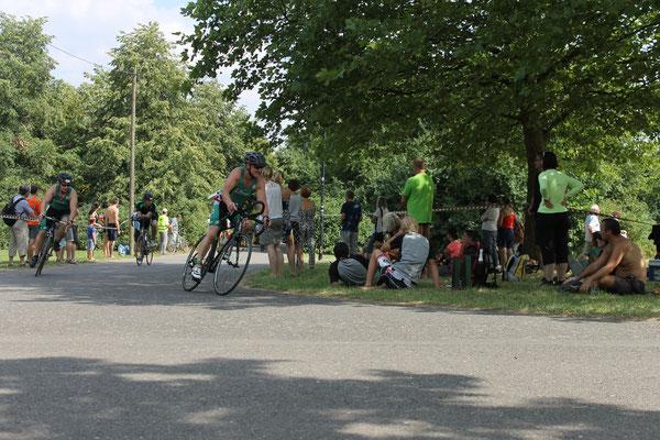 Michael Seltmann & Wolfgang Hinze auf der Radstrecke beim Leipziger Triathlon.