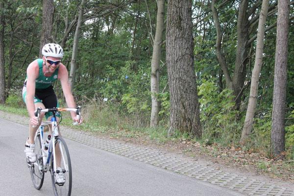Erik Werner (SV Burkhardtsgrün) beim Olympischen Triathlon in der Lausitz.