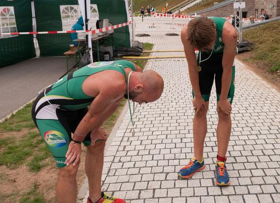 Tim Schicker & Benjamin Heinz im Ziel des Zwickauer Triathlon.