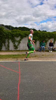 Erik Werner auf der Laufstrecke des Koberbachtaltriathlons