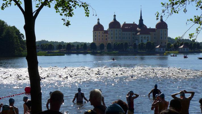 Ein Bild vor dem Start der Halbdistanz beim Schlosstriathlon Moritzburg
