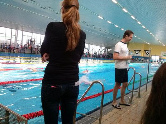 Schwimmende Athleten im Wasser während des 2. Swim & Runs 2015