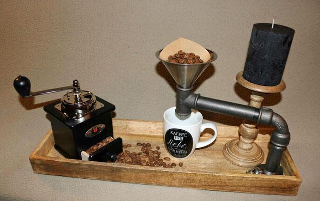 """Bekommt man da nicht Lust auf eine Tasse duftenden Kaffee? Eine sehr stilvolle """"Kaffeemaschine"""" aus Wasserrohr   (c) A. Maeser"""