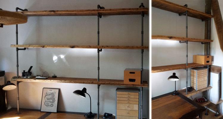 """Bücherregal """"industrial"""", passend ausgerichtet zum Schreibtisch. Die Regalbretter sind vorne gebohrt und liegen hinten auf Winkeln auf.   (c) D. Hagge"""