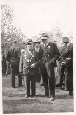 1950 Vorsitzender Otto Barge mit König Fritz Quast (links)