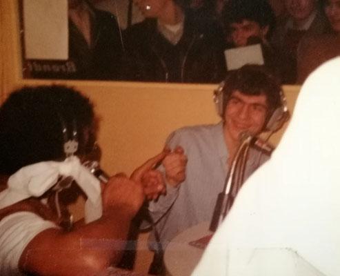 1ère émission publique vers 1983 pour NRJ, en direct d'un salon Porte de Versailles. J'anime ma tranche après le passage de Chris, un animateur.