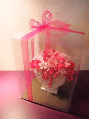 キュートな印象のピンク系プリザーブドフラワー