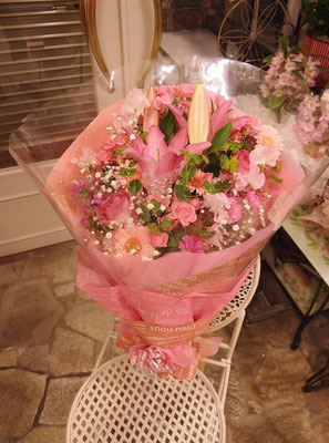 かすみ草が入ったピンク系花束