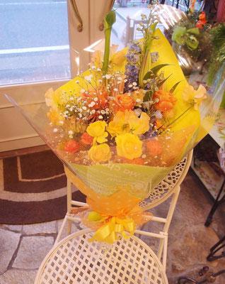 明るい黄色オレンジ系花束