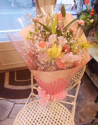かすみ草の入った花束