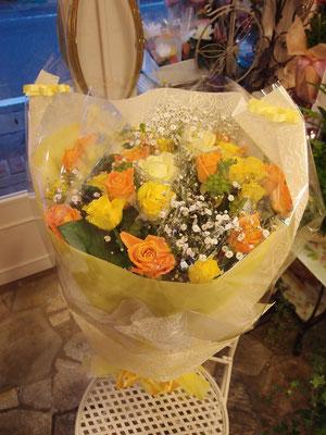 黄色・オレンジのバラの花束