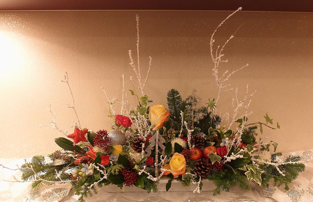 クリスマス、テーブルに飾れるアレンジメント