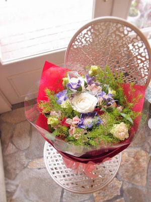 グリーンが入ってフレッシュさをプラスした花束