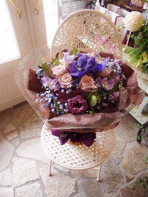 シックな色合いの花束