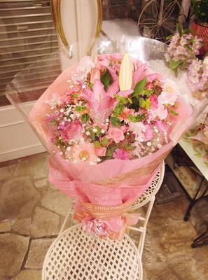 ユリが入ったピンク系花束