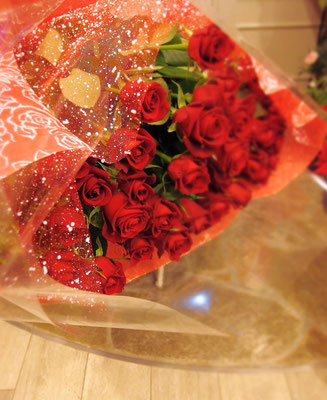 赤バラのみの花束