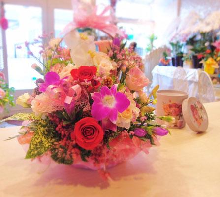 飾りやすい生花のアレンジメント