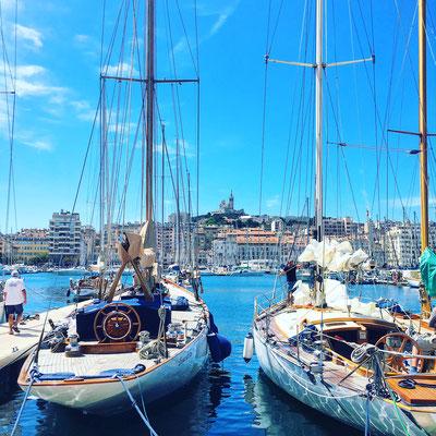 Парусники в старой марсельской гавани.
