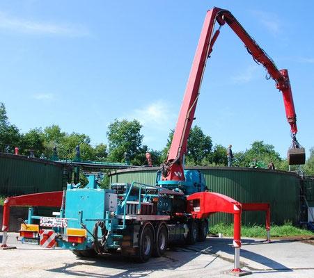 Behälterbagger DAF 85.460 Fermenterreinigung durch Öffnung