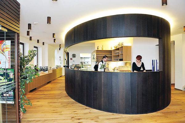 Sehr elegant und zeitgemäß umgebauter Eingangsbereich, moderne Zapfanlage, moderne Ausschank.