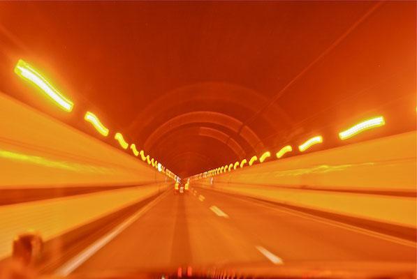 トンネルを抜けると谷川は台風だった