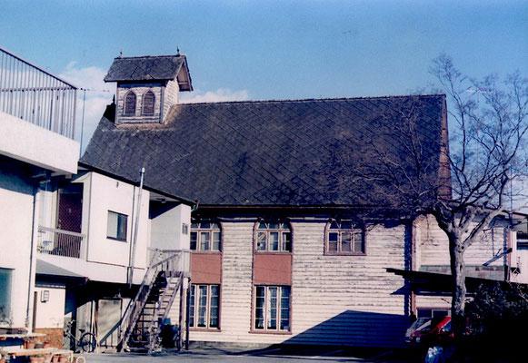 手前の建物が撤去されたので側面が望める 高校時代に同じ角度で絵を描いた