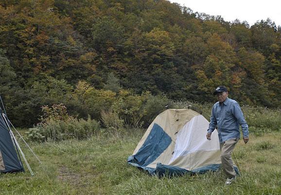 キャンプ設営中