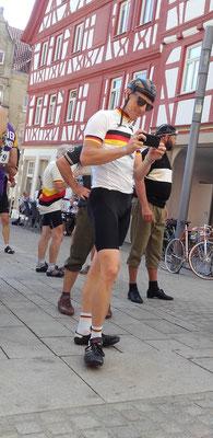 Der ehemalige 3-fache deutsche Meister und jetzige Rennorganisator Fabian Wegmann am Telefon