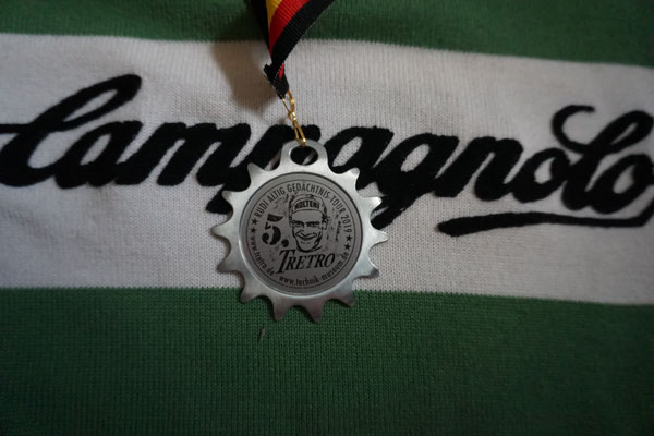 ..... behangen mit einer Medaille