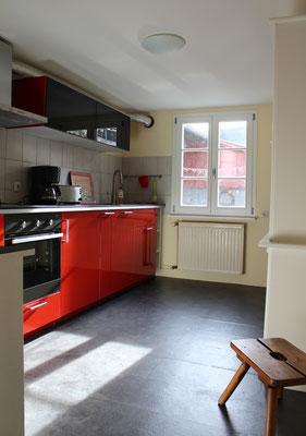Küche mit moderner Einbauküche