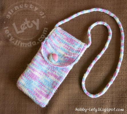 portacellulare in lana a maglia rasata con bottone e rivestimento interno
