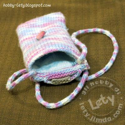 portacellulare in lana a maglia rasata con bottone, rivestimento interno e taschina porta pezzuola