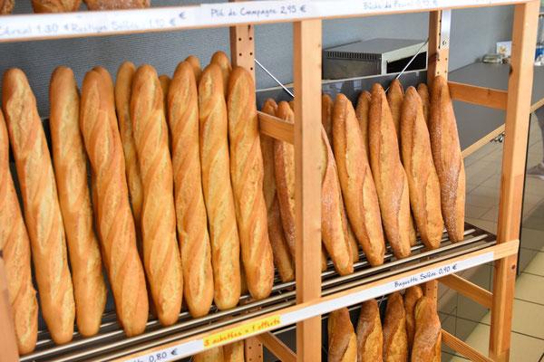 du pains frais, cuit sur place en continue à Vals près le Puy