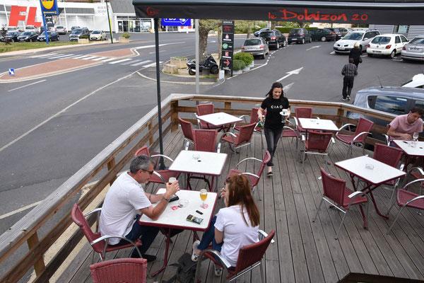 Café en terasse près du Puy en Velay