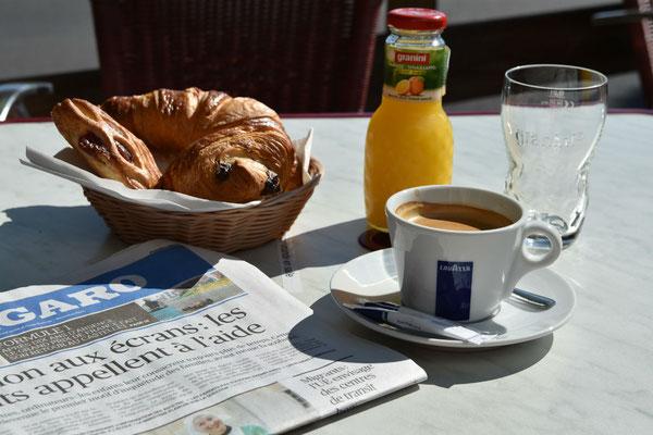 Formule petit déjeuner avec la presse du jour