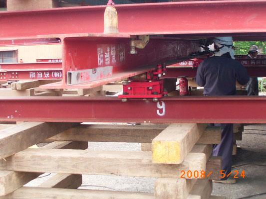行程②曳屋・建物を垂直にジャッキアップ