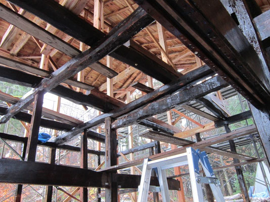 【古民家移築までの過程】   高い骨組みの天井は吹き抜けに