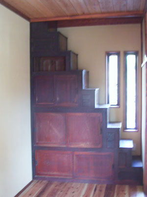 箱階段は収納とアクセサリイに磨き上げました