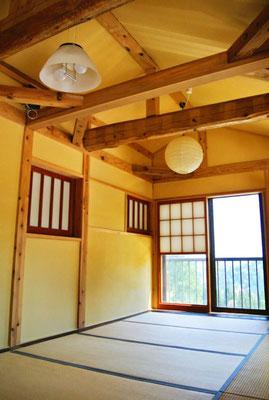 【2階寝室】2階は和室の寝室
